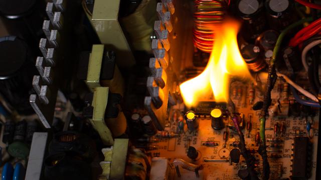 エアコンが漏電して火災